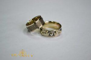 Пара венчальных колец